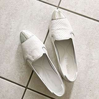 NEW Geox White Pointed Shoes (Size 7.5)