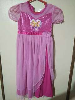 Disney princess dress 6to 7 yrs.old size small on tag