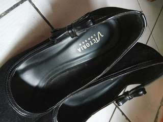 High heels Victoria london black suede size 37