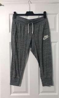 Nike Capri pants size medium