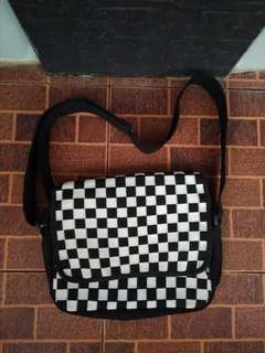 Mesengger bag INK checkerboard