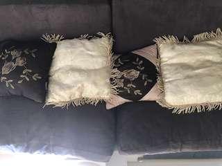 4x cushions
