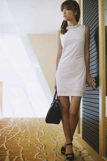 Agneselle lace dress in white