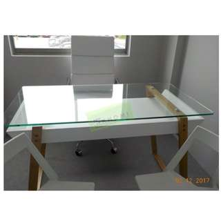 WHITE LEATHERETTE EXECUTIVE CHAIRS OFFICE TABLE