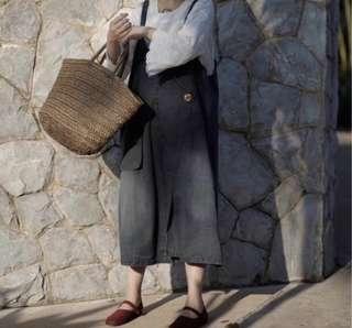 🚚 現貨 設計款大口袋側邊綁帶吊帶裙 書店牛仔刷色感大口袋吊帶裙