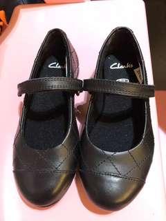 黑色返學皮鞋Clarks
