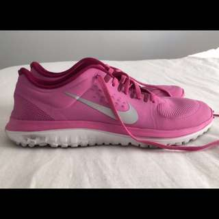 Size US9 Nike Runners