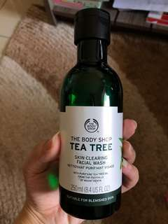 TheBodyShop Tea Tree Facial Wash
