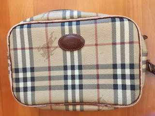 男女裝Burberry 手揸包,比較殘舊,如圖,附塵袋