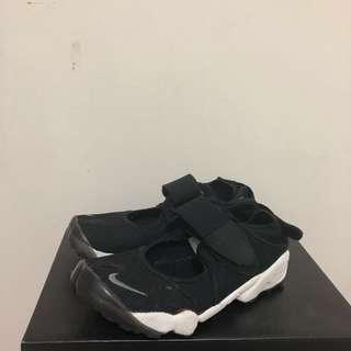 🚚 Nike air rift黑