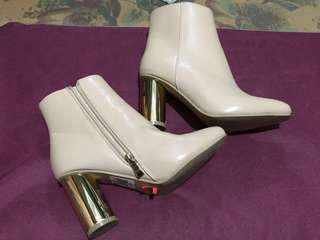 Leather boots with gold heel