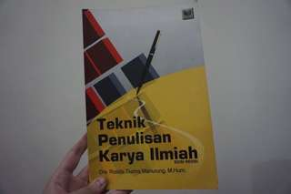 Buku penulisan karya ilmiah