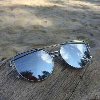 Love Punch Cat Eye Sunglasses 💓