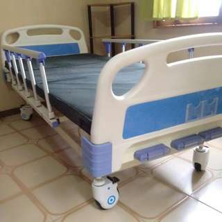 Hospital Bed (3 cranks - whole bed, upper body & legs)