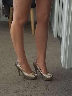 Forever New Womens Heels Gold Platform Peep Toe Size 7/38