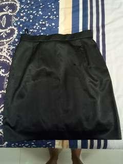 Black Skirt, Rok Ngantor