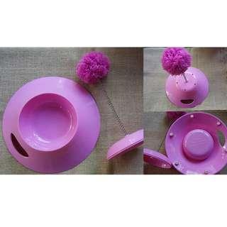 Play Bowl (wadah makan kucing yang tutupnya ada mainannya)