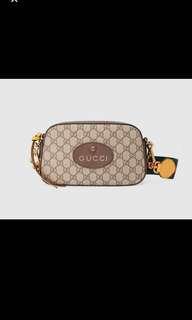 Gucci supreme messenger bag