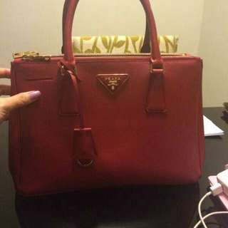 Preloved Authentic Prada Saffiano Bag