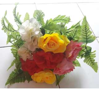 Bunga plastik rangkai