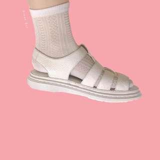 。error dot。韓國製排列愛心蕾絲鏤空襪子