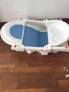 Lucky baby bath tub