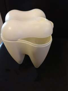 Tooth shape container