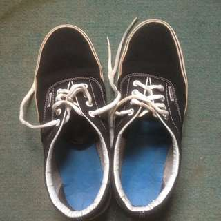 Sepatu Vans Black