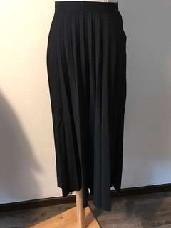 🚚 Black Maxi Skirt from uniqlo