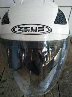 Helm zeus putih