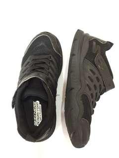 Sepatu skechers  hitam