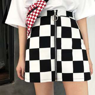 VM 2018新款 辣妹潮妹 超火爆款 高腰黑白格紋前拉鍊設計 A字包臀短裙