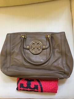 Authenctic Tory burch in excellent condition