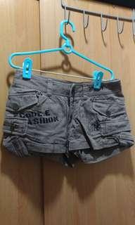 🚚 褐街頭風短褲