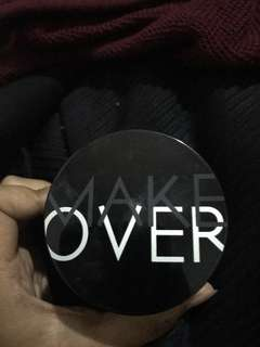 Loose Powder Make Over shade porcelain. Masih 80%.