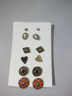 Earrings per set! ❤️