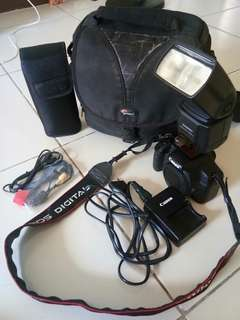 CANON EOS 500D BODY w/ YONGNUO SPEEDLITE YN560-II, CHARGER, CABLES AND FREE BAG