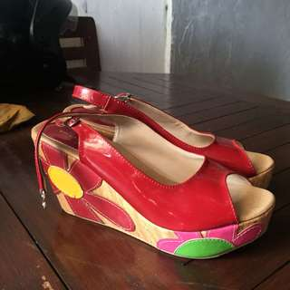 Wedges red flower