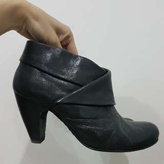 SOFFT GENUINE LEATHER ANKLE BOOTIES US8