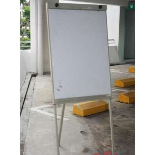 Heavy duty Solid Standing flip chart white board retractable legs for presentation Free white board