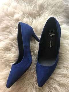 Atmosphere velvet, blue high heels
