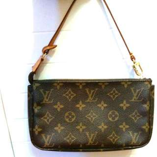 100% Authentic LV signature monogram leather short-strap handbag 經典LV小手袋 <*專門店售價@$5,xxx>