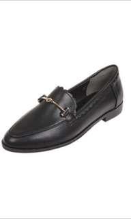BFSOLE Black Ruffled Rim Loafers