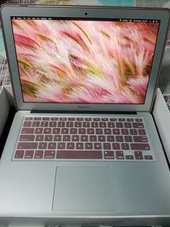 MacBook Air 13-inch LED-Backlit Glossy Widescreen