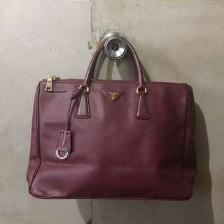 💯% Authentic Prada Saffiano Maroon Handbag