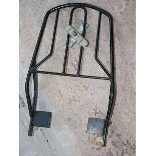 Excellent conditions Luggage rack for topbox for road bikes (don't ask me) If you can identify it, buy
