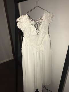 WHITE LACE FLOWY DRESS