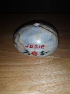 Egg figurine slash ballpen holder