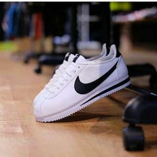 Butuh uang cepat. Nike courtez