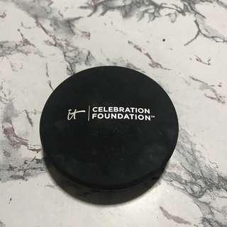 it cosmetics celebration foundation powder in tan